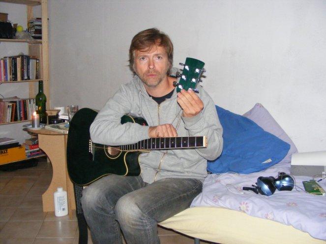broke_guitar